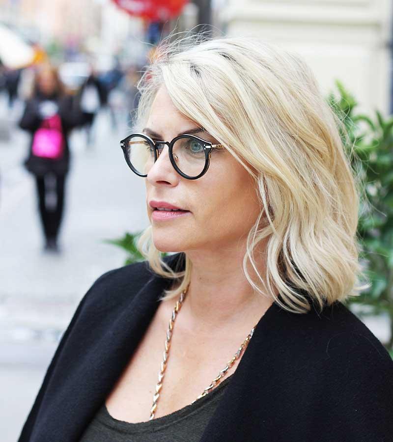 Så härligt att ha ett par helt motsatta glasögon att variera med. Här är  Susanna i ett par grymma Céline. eb489df2da897