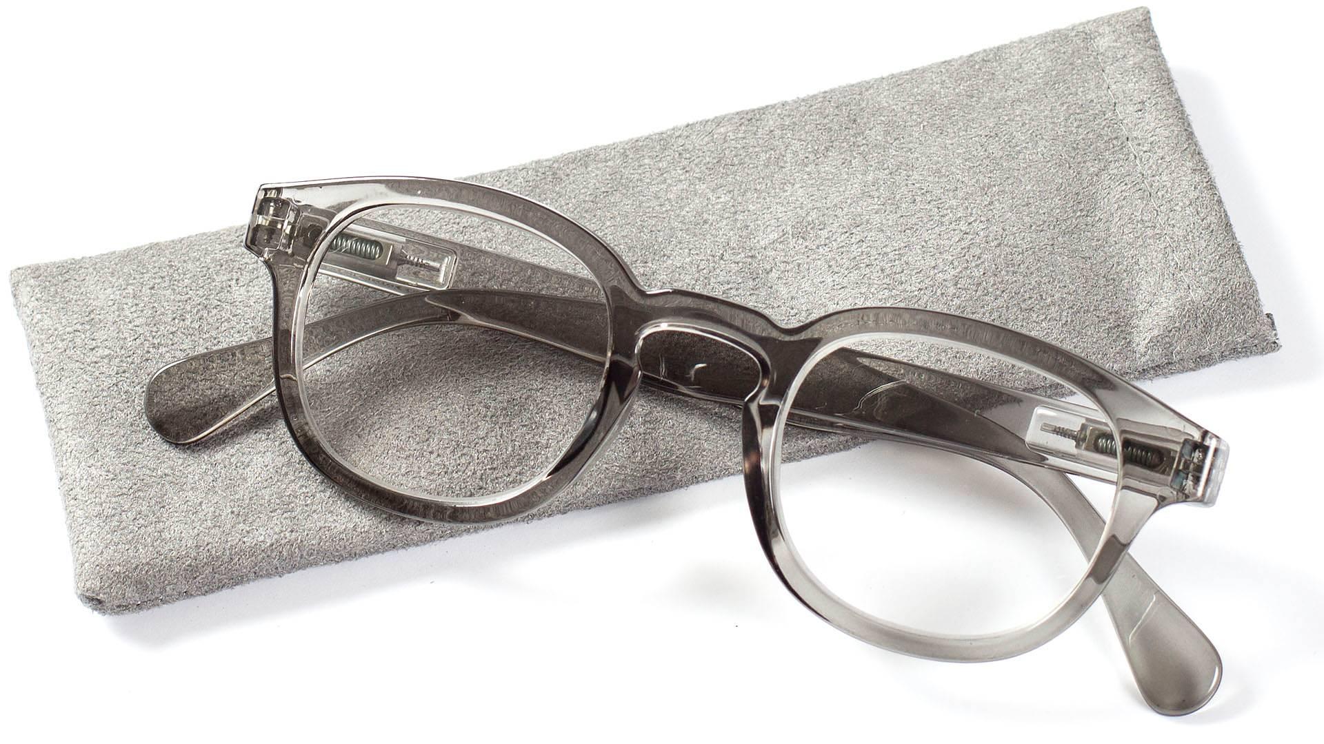Snygga läsglasögon i retrostil med fjädrande skalm